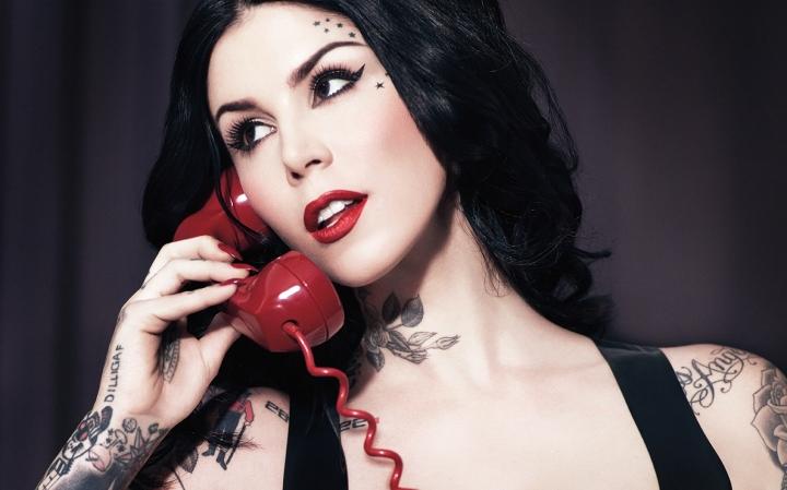 La marque de maquillage de Kat Von D. débarque en France!